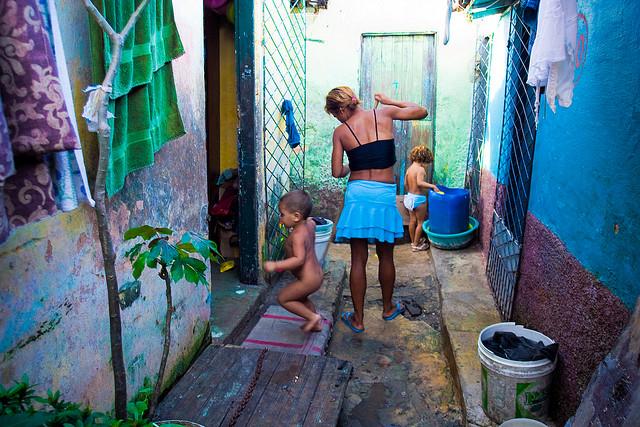 Imagem Ilustrativa - Cena do cotidiano na Favela do Maruim, em Natal/RN | Crédito: Fábio Pinheiro