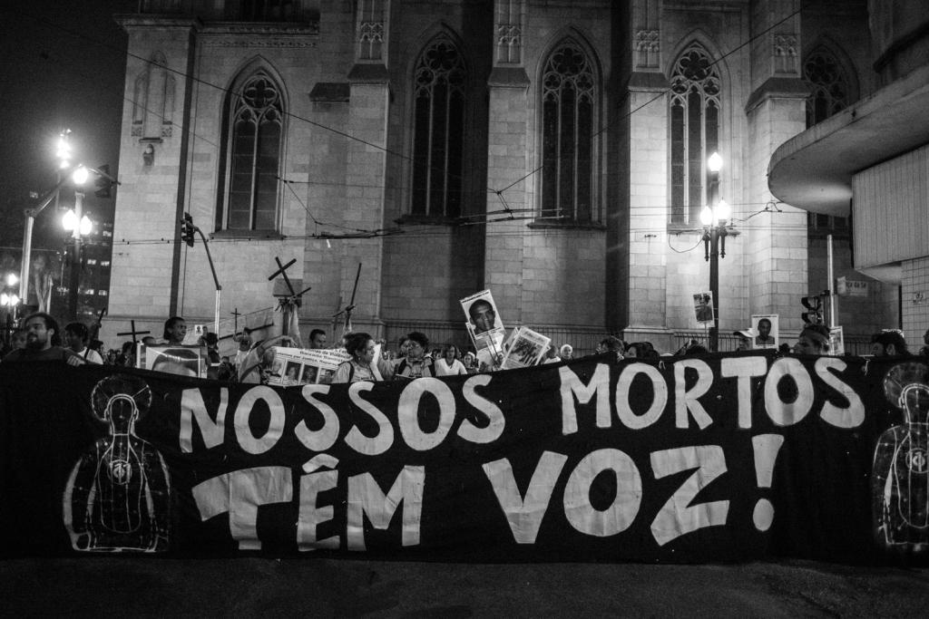 Mães de Maio protestam na Sé Crédito: Rafael Bonifácio
