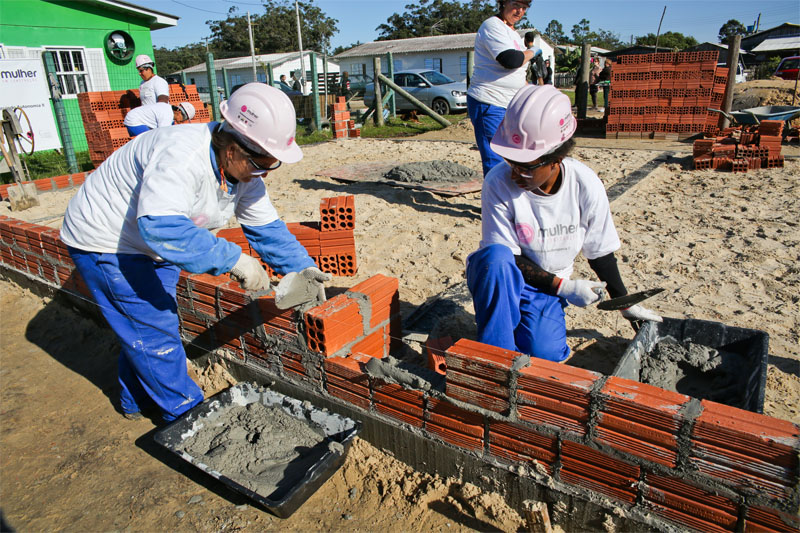 Mulheres na construção civil. Crédito: Daniela Barcellos/ Palácio Piratini