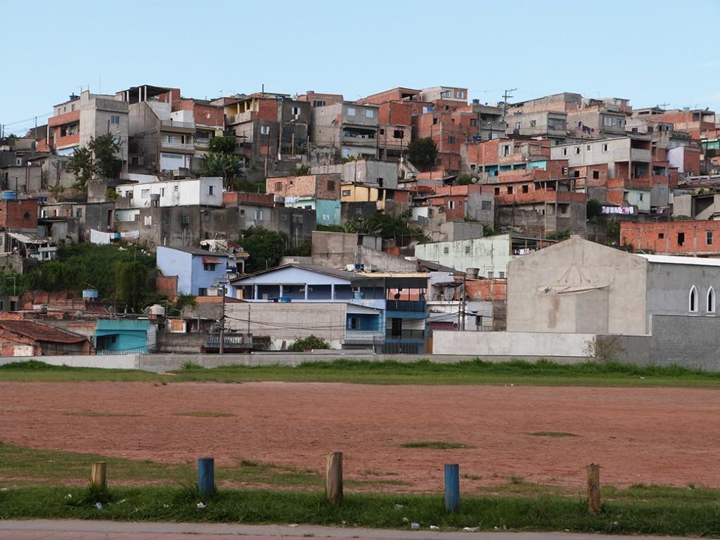 bairro de Cidade Tiradentes visto do Centro de Formação Cultural Cidade Tiradentes/ crédito: Programa Jovens Urbanos
