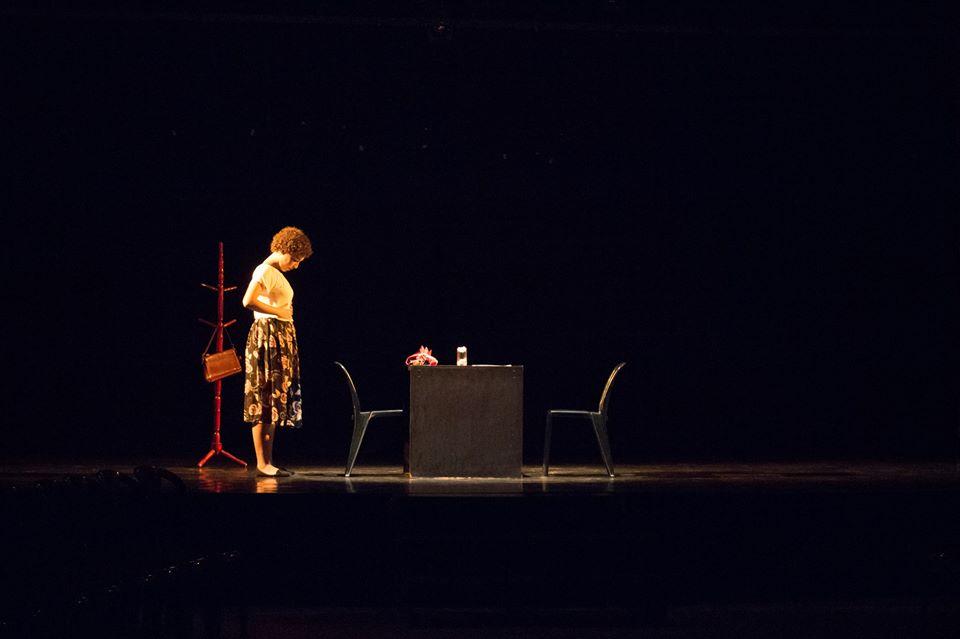 """Cena da peça """"Vozes de Clarice"""" da Improvável Cia. de Teatro (Créditos: Divulgação)"""