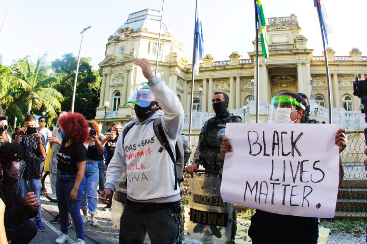 """Ato no Rio de Janeiro """"Vidas Negras Importam"""" aconteceu na tarde de domingo (31)"""
